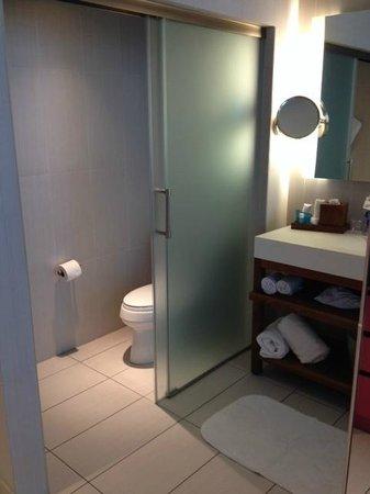 W Fort Lauderdale: toilet room