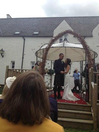 Best Western Buchanan Arms Hotel & Leisure Club : Married in the Hotel Grounds