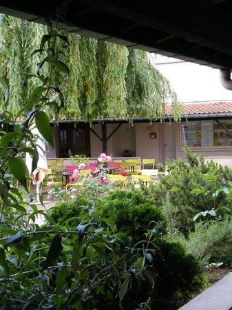 Ibis Styles Nancy Centre Gare : cour interieur
