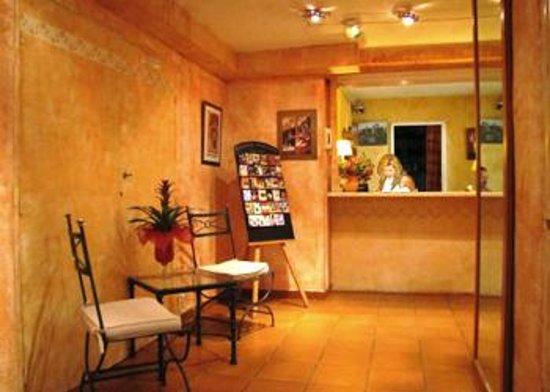 Hotel Alhambra : Réception