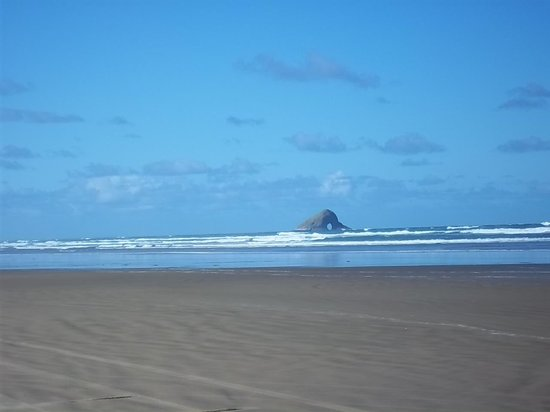 Ninety Mile Beach: From the beach - hole in the rock