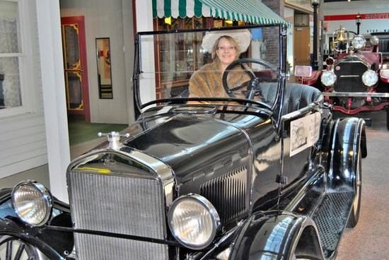 National Automobile Museum : photo op with costume(free)