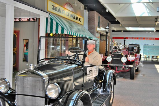 National Automobile Museum : photo op with costume(free)2