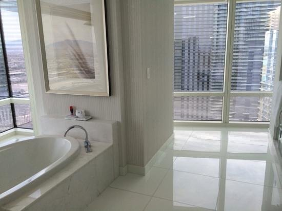 ARIA Sky Suites: Bathroom