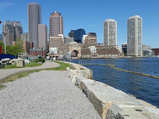 Seaport Boston Hotel: Rowes Wharf from the Harbor Walk