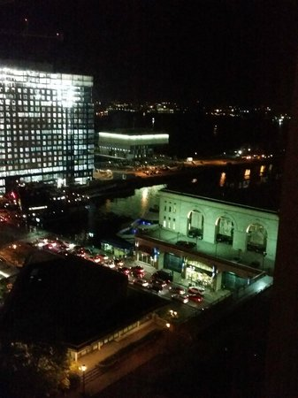 Seaport Boston Hotel : View of the harbor and the World Trade Center from Room 1812