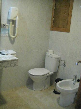 Hotel Alba Seleqtta: ruime badkamer