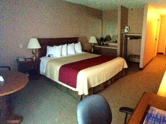 Magnuson Hotel Framingham: physically challenged Guest Room