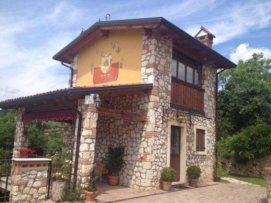 Corte Tamellini: Un angolo di paradiso ..il fienile
