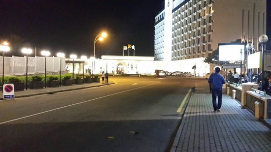 Colombo City Hotel: In front of hotel view