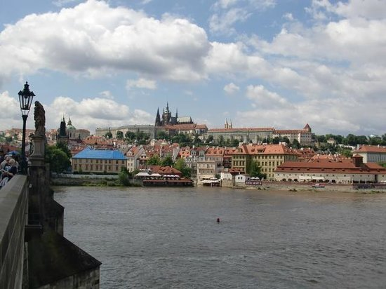 Discover Prague Tours : Prague free walking tour