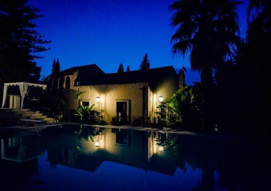 Green Manors Country Resort: Veduta Notturna