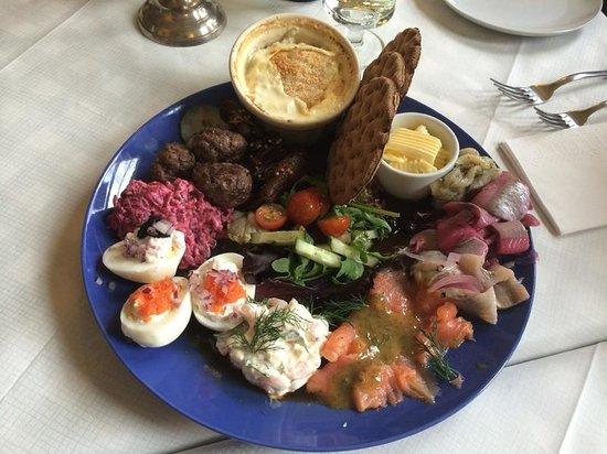 Svea Cafe and Restaurant: Smörgåsbord for family