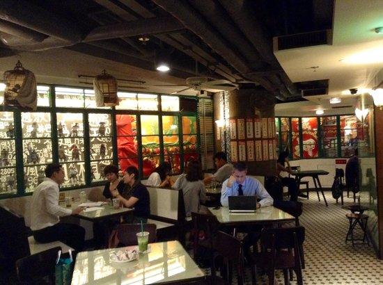 Interior design - Bild von Starbucks Coffee \'Bing Sutt\', Hongkong ...
