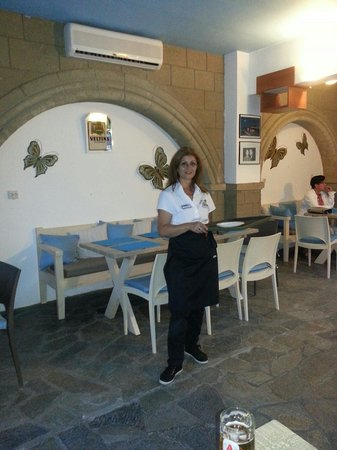 Oinos: In di stefano restaurant by lefty you can eat inside in an also nice ambiance when the weather i