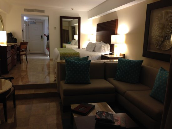 Grand Fiesta Americana Coral Beach Cancun: Room from couch area