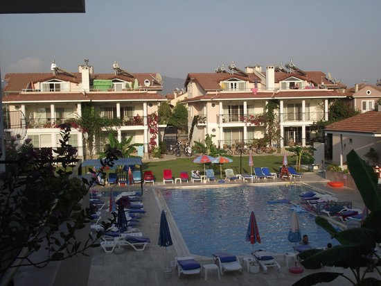 Kaan Hotel: pool and grounds
