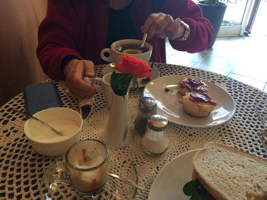 Cafe del Art: cream tea