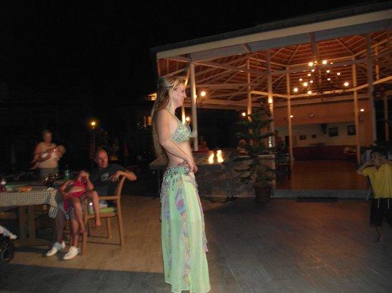 Kaan Hotel: entertainment belly dancer