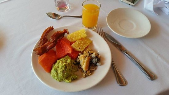 Antigua Villa Santa Monica: Brunch at the hotel