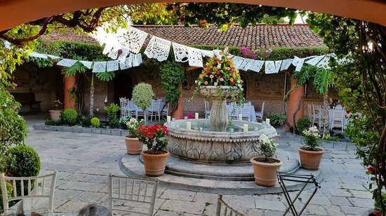 Antigua Villa Santa Monica: Courtyard decorated for the wedding reception