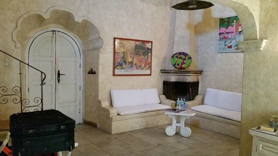 "Antigua Villa Santa Monica: Seating and fireplace in the room ""Don Agustin"""