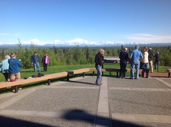 Talkeetna Alaskan Lodge : viewing deck just off lobby of Talkeetna Lodge