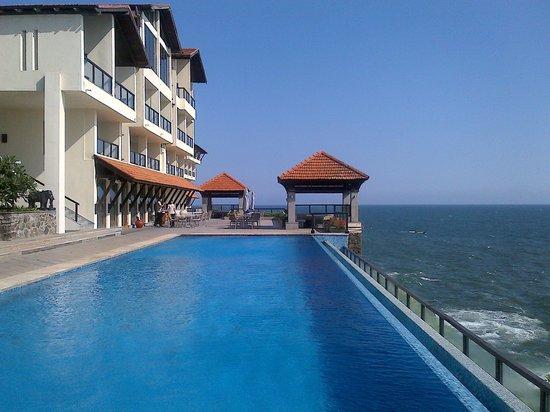 The Leela Kovalam Beach: pool by the club