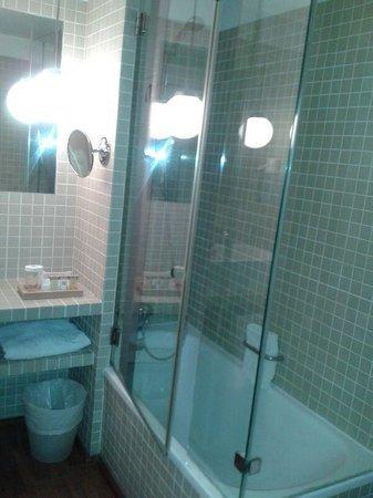 Vincci Soma: Baño habitación 301
