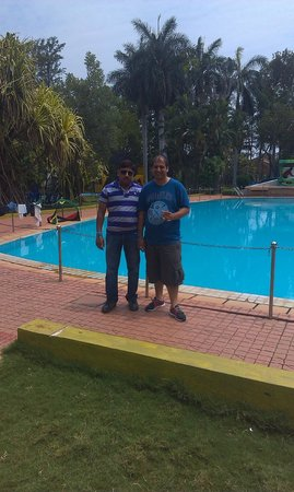Chairman's Resort: Posing in-front of pool