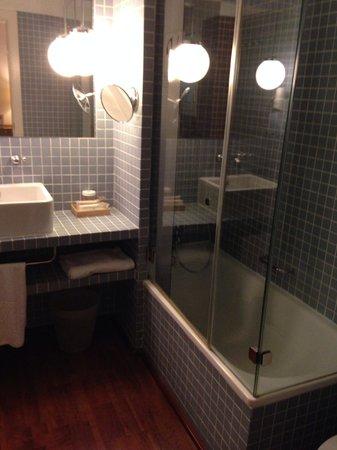 Vincci Soma: Baño habitación 201
