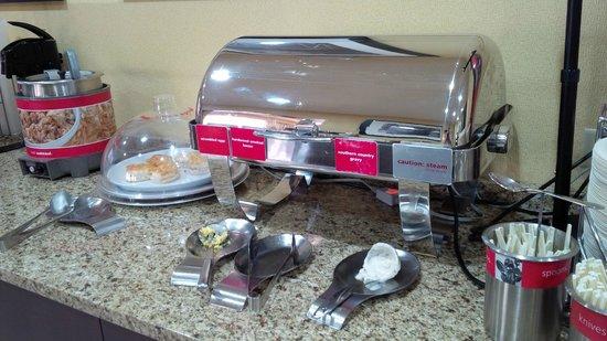 Hampton Inn Conyers: Hot food!