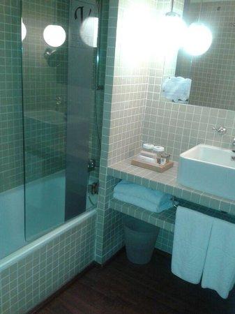 Vincci Soma: Baño habitación 317