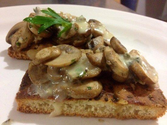 Amore e Gusto: Bruschetta ai funghi.