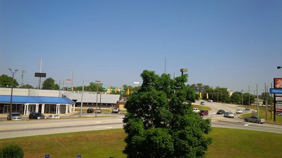 Hampton Inn Conyers: West Side of Hotel Offers Great View of Traffic