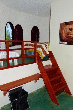 El Castillo Galapagos : habitacion triple