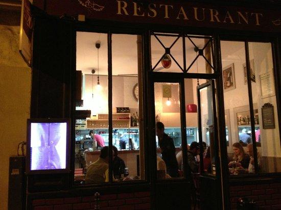 L'Ange 20 Restaurant : Entrance, dining room, and kitchen!
