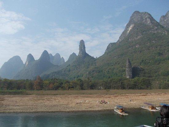 Guilin Two Rivers and Four Lakes Resort: Langs Li River