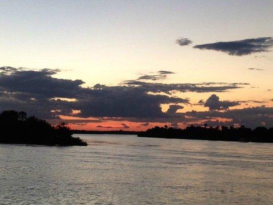 The Victoria Falls Hotel: El crucero del rio Zambeze