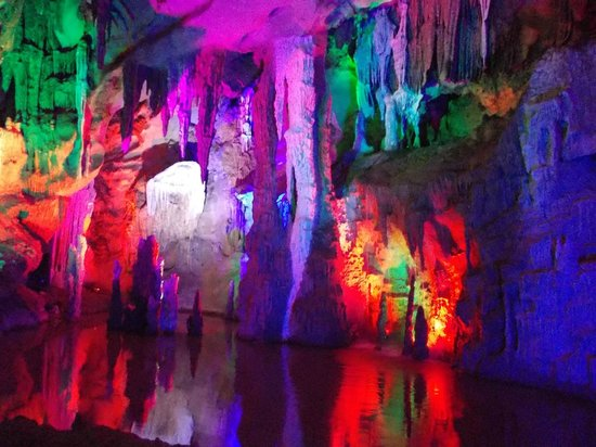 Guilin Two Rivers and Four Lakes Resort : Underjordisk grotte nær Yangshuo