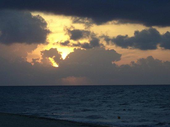 BlueBay Grand Esmeralda : Sunrise