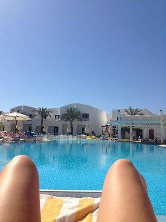 Tropicana Rosetta & Jasmine Club: Quiet pool with bar