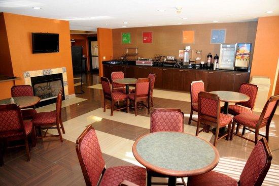 Comfort Inn : Roomy breakfast area