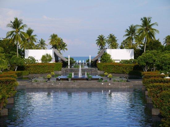 JW Marriott Khao Lak Resort & Spa : View towards the sea