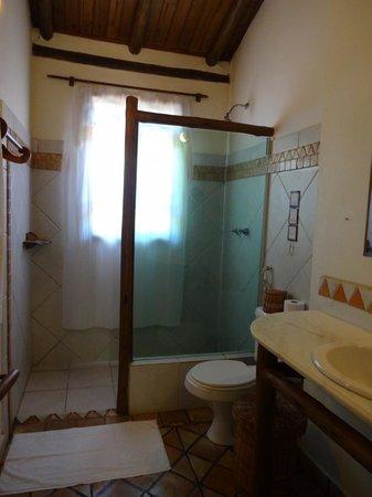 Pousada Vila Serrano: Banheiro