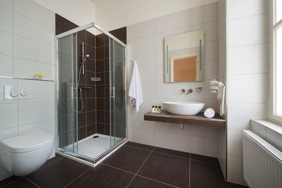 Brewery Hotel U Medvidku: Bathroom - superior rooms