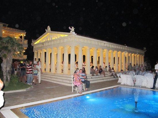 Potidea Palace Hotel: На экскурсии раз в неделю привозили отдыхающих из других отелей )))
