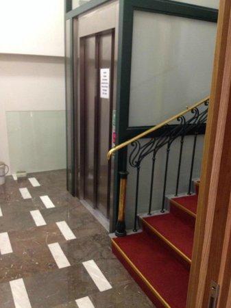 Brewery Hotel U Medvidku: New lift