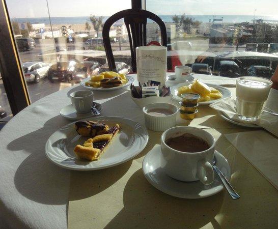 Hotel Diplomat Palace : Vista dalla sala colazione