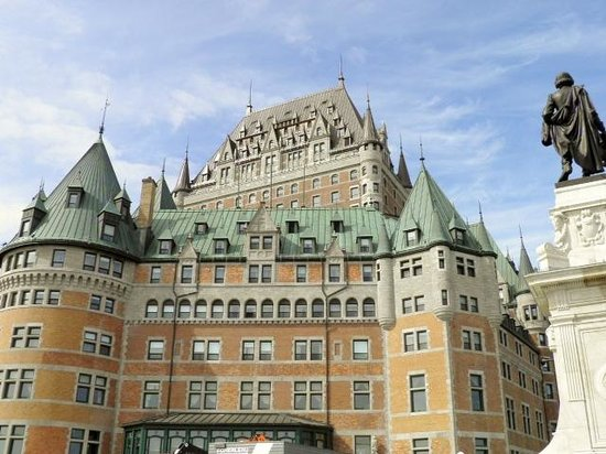 Japanese Guided Quebec City Sightseeing Tours on Foot - Quebec Guide Service: chateau fontenac